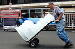 A street carries ice blocks in dowtown Caracas, Venezuela, on Thursday, Jun. 22, 2006. Street vendors took control of sidewalks in downtown Caracas and are the main difficulty for the police to keep citizens safe. (ALTERPHOTOS/Alvaro Hernandez)