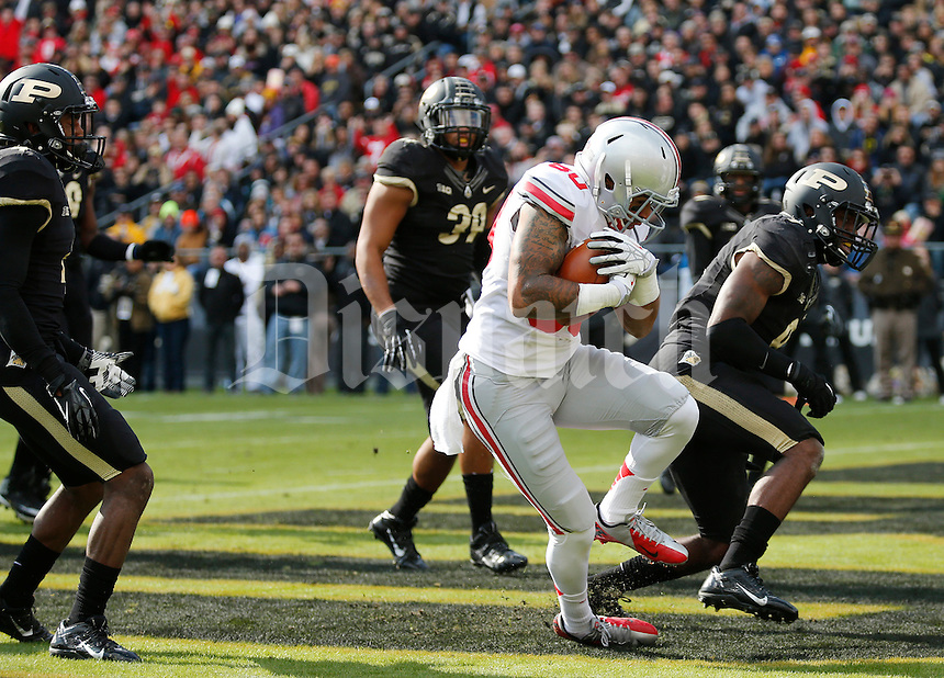 Ohio State Buckeyes wide receiver Chris Fields (80) hauls in a touchdown pass during the second quarter of the NCAA football game at Ross-Ade Stadium in West Lafayette, Ind. on Nov. 2, 2013. (Adam Cairns / The Columbus Dispatch)