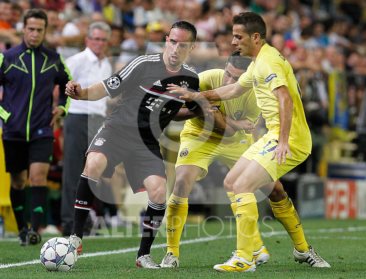 Villareal CF's Mario Gaspar (c) and Javier Camunas (r) and FC Bayern Munchen's Franck Ribery (l) during UEFA Champions League match.September 14,2011.(ALTERPHOTOS/Acero)