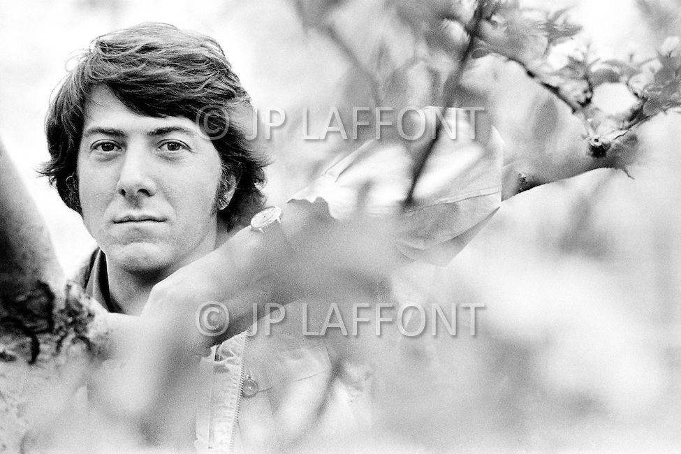 May 1972, Manhattan, New York City, New York State, USA. American actor Dustin Hoffman during an outdoor photo session in Central Park.