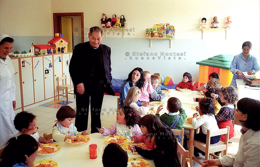"""Roma. Mons. Guerino Di Tora  in visita al """"Piccolo Mondo"""" Mensa con asilo nido della Caritas Diocesana di Roma.Monsignor Guerino Di Tora visiting the """"Small World"""" table with nursery of Caritas of Rome"""