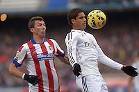 MADRID - ESPAÑA - 07-02-2015: Mandzukic (Izq.) jugador de Atletico de Madrid, disputa el balon con Varane (Der.) jugador del Real Madrid  durante partido de La Liga de BBVA de España, 2015 Atletico de Madrid y Real Madrid  en el estadio Vicente Calderon de la ciudad de Madrid.  / Mandzukic (L) player of Atletico de Madrid vies for the ball with  Varane (R) player of Real Madrid, during a match between Atletico de Madrid and Real Madrid for the La Liga de BBVA de España 2015 in the Vicente Calderon stadium in Madrid.  Photo: Asnerp / Patricio Realpe / VizzorImage.