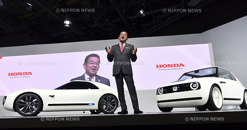 October 25, 2017, Tokyo, Japan - President Takahiro Hachigo of Japans Honda introduces Honda Sports EV Concept during Wednesdays press preview of the 2017 Tokyo Motor Show at Tokyo Big Sight on October 25, 2017. The auto show opens its door to the general public on Saturday for a week, showcasing eco-friendly cars and highlighting interactions between drivers and vehicles with key artificial intelligence technologies.  (Photo by Natsuki Sakai/AFLO) AYF -mis-