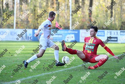 2016-11-27 / Voetbal / Seizoen 2016-2017 / SV Bornem - Gullegem / Jasper Maerten met Kenny Christiaens (r. Bornem)<br /> <br /> ,Foto: Mpics.be
