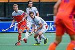 Den Bosch  - Joep de Mol (Ned) met Felix Denayer (Belgie)   tijdens   de Pro League hockeywedstrijd heren, Nederland-Belgie (4-3).    COPYRIGHT KOEN SUYK