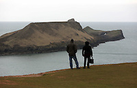 Pictured: A couple enjoy the view of Worm's Head. Monday 17 March 2014<br />