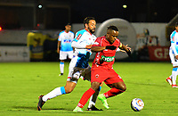 TUNJA - COLOMBIA, 15-04-2018: Ivan Rivas (Der) jugador de Patriotas Boyacá disputa el balón con Henry Mier Codina (Izq) jugador de Atlético Junior  durante partido por la fecha 15 de la Liga Águila I 2018 realizado en el estadio La Independencia en Tunja. / Ivan Rivas (R) player of Patriotas Boyaca fights for the ball with Henry Mier Codina (L) player of Atletico Junior  during match for the date 15 of Aguila League I 2018 at La Independencia stadium in Tunja. Photo: VizzorImage / Cristian Alvarez / Cont
