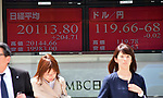 April 22, 2015, Tokyo, Japan - The Nikkei 225 Stock Average is traded above the 20,000 mark during a morning session on the Tokyo Stock Exchange market on Wednesday, April 22, 2015.  (Photo by Natsuki Sakai/AFLO)