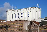 Nederland Wormer  2015. Lassie fabriek aan de Zaan. In 1954 introduceerde de sinds 1894 in Wormer gevestigde Koninklijke stoomrijstpellerij Mercurius, rijst onder de merknaam Lassie op de Nederlandse markt. Foto Berlinda van Dam / Hollandse Hoogte