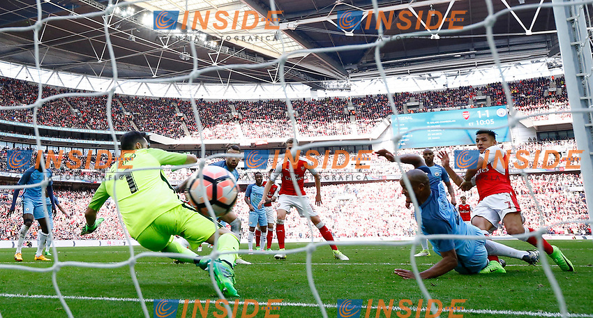 Arsenal's Alexis Sanchez scores their second goal  <br /> London 23/04/2017 <br /> Arsenal vs Manchester City - FA Cup Semi Final <br /> Foto Darren Staples/PHCImages / Panoramic/Insidefoto <br /> ITALY ONLY