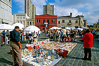 Feira de trocas no Largo da Ordem em Curitiba. Paraná. 2001. Foto de Juca Martins.