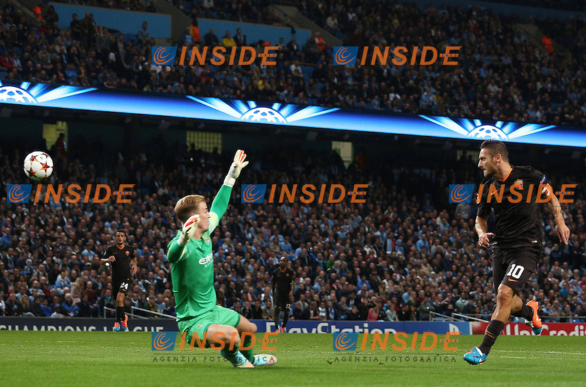 Gol di Francesco Totti <br /> Francesco Totti of Roma scores his goal to make it 1-1 past Manchester City goalkeeper Joe Hart <br /> Manchester 30-09-2014 Etihad Stadium Champions League Manchester City - Roma <br /> Foto Imago/Bpi/Insidefoto
