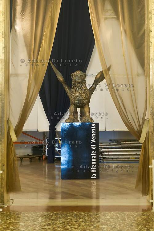 The day before at the start of the 70th Venice film festival and the first arrivals of the actors at the Excelsior Hotel. Venice August 27 2013. In the photo the lion of festival Photo credit Adamo Di Loreto/BuenaVista*photo