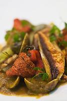 Europe/France/Provence-Alpes-Côte d'Azur/13/Bouches-du-Rhône/Marseille:Cacciuco de poissons- une bouillabaisse ligure- au jus de légumes safranés, avec palourdes, crevettes et crostinis,recette de  Jérôme Martens du   Restaurant Solaris, au Radisson