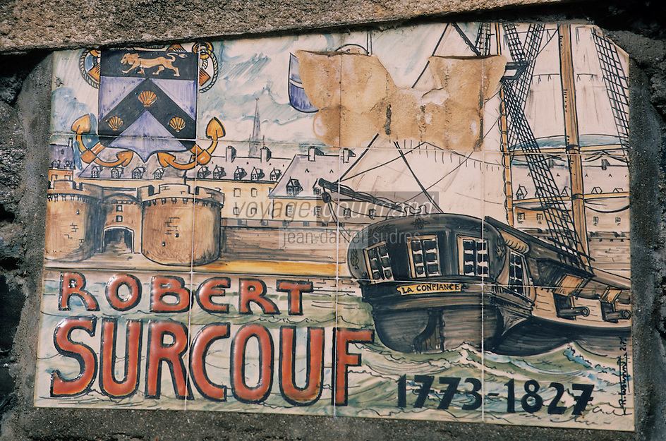 Europe/France/Bretagne/22/Côtes d'Armor/Binic: Plaque à la mémoire de Robert Surcouf sur la rampe Le Suave Galerne Armateurs