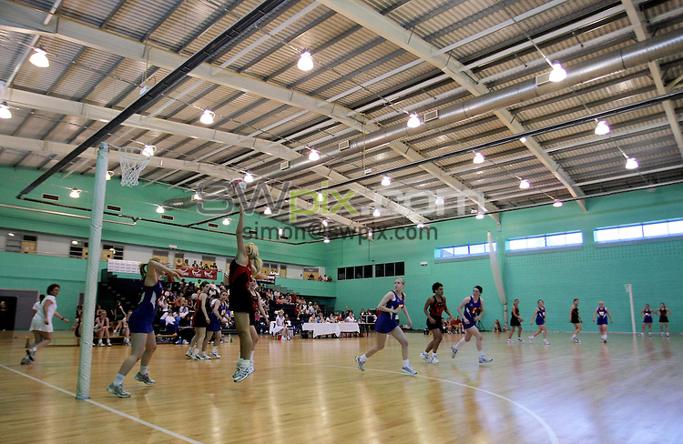 PICTURE BY VAUGHN RIDLEY/SWPIX.COM - Netball - England Netball National U14/U16 Clubs Championship Finals - Loughborough University, England - 30/05/09...Copyright - Simon Wilkinson - 07811267706...Hull Chevrons v Huttlecote, GV, General View.