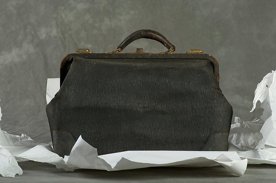 Willard Suitcases / Stella M / ©2013 Jon Crispin
