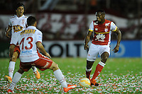 BUENOS AIRES - ARGENTINA - 02-12-2015: Jose San Roman  (Izq.) jugador de Huracan de Argentina de disputa el balon con Leyvin Balanta (Der.) jugador de Independiente Santa Fe de Colombia durante partido de ida por la Final, de la Copa Suramericana entre Huracan de Argentina y el Independiente Santa Fe de Colombia en el estadio Tomas A Duco, de la ciudad de Buenos Aires.  / Jose San Roman (Izq) player of Huracan of Argentina vies for the ball con Leyvin Balanta (R) player of Independiente Santa Fe of Colombia during a match for the first leg for the final, between Huracan of Argentina and Independiente Santa Fe of Colombia for the Copa Suramericana in the Tomas A Duco stadium, in Buenos Aires city. Photo: Ignacio Izaguirre / Photogamma / VizzorImage.