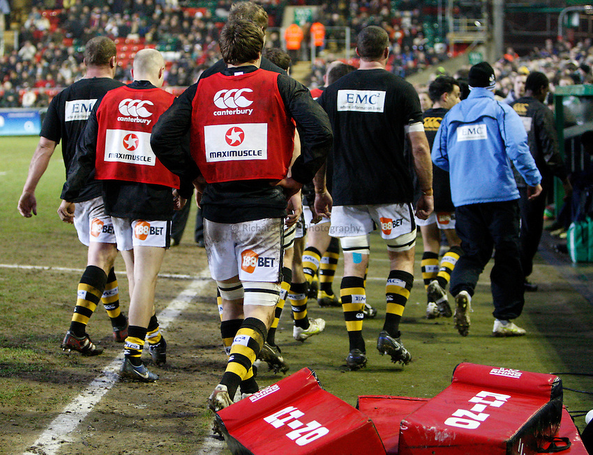 Photo: Richard Lane/Richard Lane Photography. Leicester Tigers v London Wasps. Aviva Premiership. 19/02/2011. Wasps players leave the field after warm up.