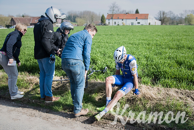 Jack Bauer (NZL/QuickStep Floors) crashed out<br /> <br /> 60th E3 Harelbeke (1.UWT)<br /> 1day race: Harelbeke &rsaquo; Harelbeke - BEL (206km)