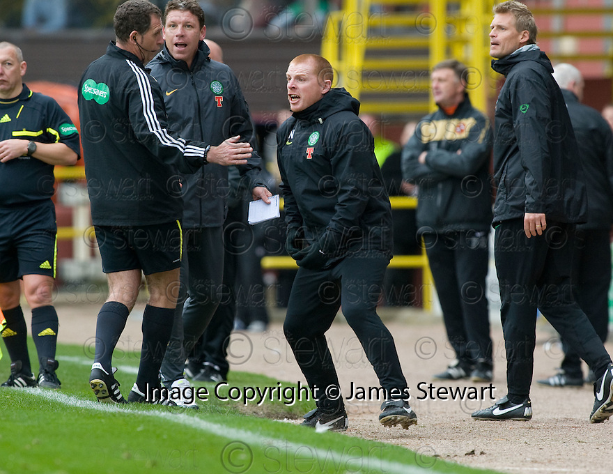 17/10/2010   Copyright  Pic : James Stewart.sct_jsp024_dundee_utd_v_celtic  .:: CELTIC MANAGER NEIL LENNON GOES BALLISTIC AFTER REFEREE DOUGIE MCDONALD OVER TURNED THE PENALTY DECISION :: .James Stewart Photography 19 Carronlea Drive, Falkirk. FK2 8DN      Vat Reg No. 607 6932 25.Telephone      : +44 (0)1324 570291 .Mobile              : +44 (0)7721 416997.E-mail  :  jim@jspa.co.uk.If you require further information then contact Jim Stewart on any of the numbers above.........