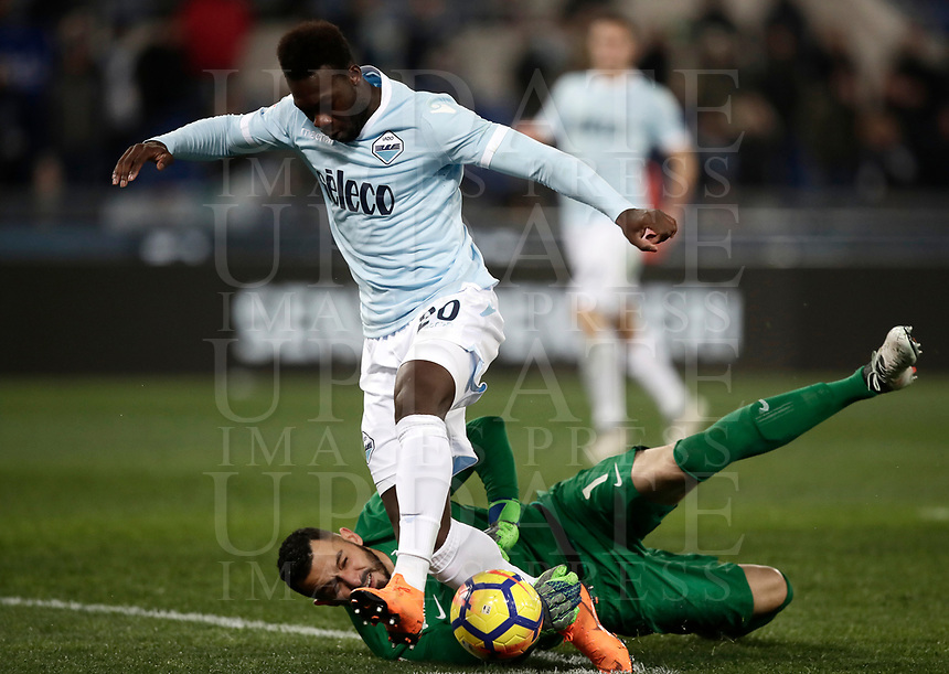 Calcio, Serie A: SS Lazio vs Hellas Verona, Roma, stadio Olimpico, 19 febbraio 2018.<br /> Lazio's Felipe Caicedo (r) in action with Verona's goalkeeper Nicolas Davide Andrade (l) during the Italian Serie A football match between SS Lazio and Hellas Verona at Rome's Olympic stadium, February 19, 2018.<br /> UPDATE IMAGES PRESS/Isabella Bonotto