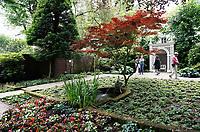 Nederland  Amsterdam - 2017. Museum Van Loon organiseert ook in 2017 de Open Tuinen Dagen. Op 16, 17 en 18 juni wordt het verborgen groen van de Amsterdamse binnenstad zichtbaar als ruim 30  tuinen van zowel particulieren als instellingen worden opengesteld voor het publiek. Tuin van de ambtswoning van de Burgemeester.   Foto Berlinda van Dam / Hollandse Hoogte