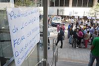 SAO PAULO,SP, 19.08.2015 - PROTESTO-SP - Manifestantes realizam ato na avenida Libero Badaró no centro de São Paulo solicitando direito de trabalhar na feira da madrugada e menos burocracia para solicitar licença para abertura de ponto comercial no local da feira nesta quarta-feira, 19. (Foto: Warley Leite/Brazil Photo Press)