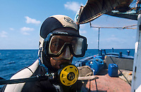 TUNISIA island Kerkennah, sponge diver Ali, fishing boat Monastir II, sponge is a sea animal, diver collect the spong from sea ground in 20 Meter depth, after washing and cleaning the skeleton is sold as bath sponge / TUNESIEN Insel Kerkenna, Schwammtaucher Monastir II im Mittelmeer, der Schwamm ist ein Meerestier, Taucher holen den Schwamm vom Meeresboden aus ca. 20 Meter Tiefe, nach Auswaschen der Zellen erscheint das Skelett, das als Badeschwamm vermarket wird