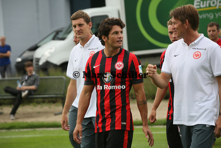 Nelson Valdez (Eintracht Frankfurt) kommt zum Fototermin
