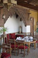 Afrique/Afrique du Nord/Maroc/Fèz: dans la médina Riad - Palais de Fez ou Dar Tazi : la salle à manger