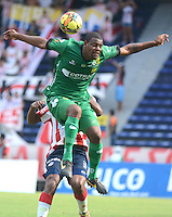 BARRANQUIILLA -COLOMBIA-05-10-2014. Jose Moreno jugador de La Equidad durante partido con Atlético Junior por la fecha 13 de la Liga Postobón II 2014 jugado en el estadio Metropolitano Roberto Meléndez de la ciudad de Barranquilla./ Jose Moreno player of La Equidad during match against Atletico Junior for the 13th date of the Postobon League II 2014 played at Metropolitano Roberto Melendez stadium in Barranquilla city.  Photo: VizzorImage/Alfonso Cervantes/STR