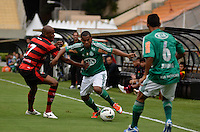 ATENÇÃO EDITOR: FOTO EMBARGADA PARA VEÍCULOS INTERNACIONAIS - SÃO PAULO, SP, 25 DE NOVEMBRO DE 2012 - CAMPEONATO BRASILEIRO - PALMEIRAS x ATLETICO GOIANIENSE: Mazinho (c) durante partida Palmeiras x Atletico Goianiense, válida pela 37ª rodada do Campeonato Brasileiro no Estádio do Pacaembú. FOTO: LEVI BIANCO - BRAZIL PHOTO PRESS