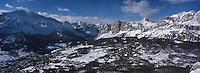 Europe/Italie/Vénétie/Dolomites/Cortina d'Ampezzo:  La station et le Massif des Dolomites vus  depuis le téléphérique pour le refuge de Faloria 2123
