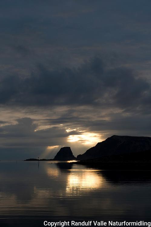 Gjesværstappan i solnedgang ---- Gjesværstappan at sunset