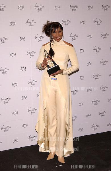 Singer YOLANDA ADAMS at the American Music Awards in Los Angeles..09JAN2002.   © Paul Smith/Featureflash