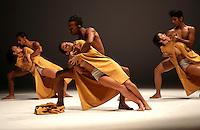 CALI-COLOMBIA-10-NOVIEMBRE-2015. Bienal de Danza internacional Cali 2015.<br />  En la sala Beethoven dede Cali se presentó la compañia Perisferia  .Photo:VizzorImage /Juan Carlos Quintero / Contribuidor
