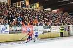 Bolln&auml;s 2013-10-25 Bandy Elitserien Bolln&auml;s GIF - Edsbyns IF :  <br /> Publik p&aring; huvudl&auml;ktaren p&aring; S&auml;vsta&aring;s IP<br /> (Foto: Kenta J&ouml;nsson) Nyckelord:  supporter fans publik supporters