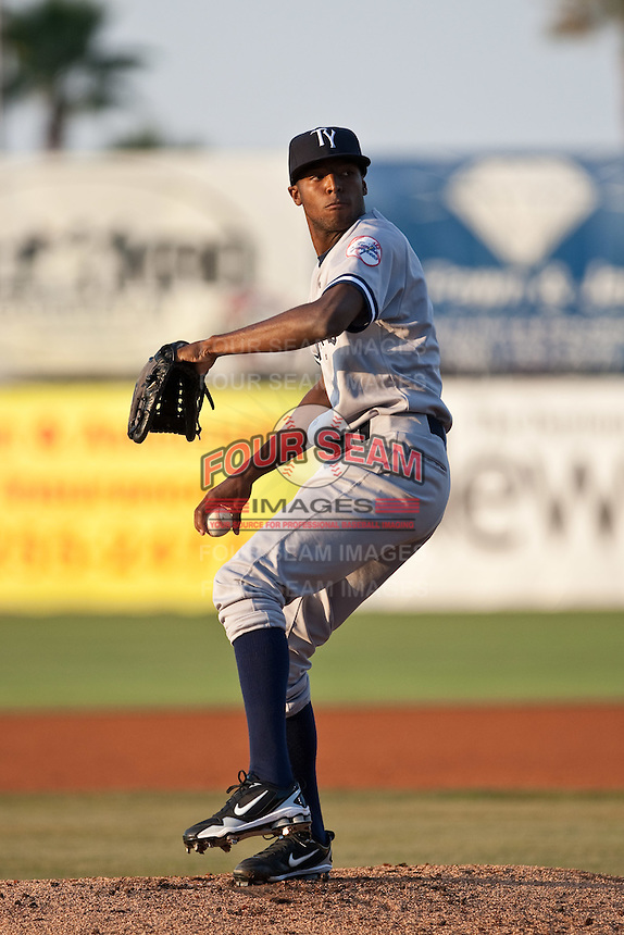 April 22 2010: Jairo Heredia (6) of the Tampa Yankees during a game vs. the Daytona Beach Cubs at Jackie Robinson Ballpark in Daytona Beach, Florida. Daytona, the Florida State League High-A affiliate of the Chicago Cubs, won the game against Tampa, affiliate of the New York Yankees, by the score of 9-6.  Photo By Scott Jontes/Four Seam Images