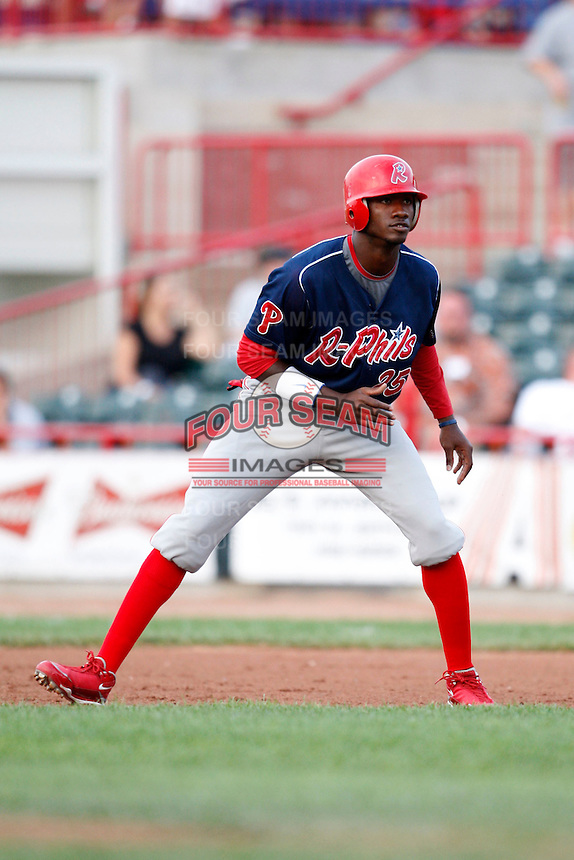 August 1, 2009:  Right Fielder Domonic Brown of the Reading Phillies during a game at Jerry Uht Park in Erie, PA.  Reading is the Eastern League Double-A affiliate of the Philadelphia Phillies.  Photo By Mike Janes/Four Seam Images