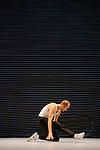 J'Y ARRIVE PAS<br /> <br /> chor&eacute;graphie, mise en sc&egrave;ne, texte &amp; interpr&eacute;tation : Brice Bernier<br /> assistant, &oelig;il ext&eacute;rieur : Sofian Jouini<br /> composition musicale : Guillaume Bariou<br /> cr&eacute;ation lumi&egrave;res : Willy Cessa<br /> cr&eacute;ation vid&eacute;o : Lo&iuml;s Drouglazet<br /> construction : Manfred Schafer<br /> Compagnie : Collectif KLP<br /> Cadre : Danse Elargie<br /> Lieu : Th&eacute;&acirc;tre des Abbesses<br /> Ville : Paris<br /> Date : 09/09/2015<br /> &copy; Laurent Paillier / photosdedanse.com
