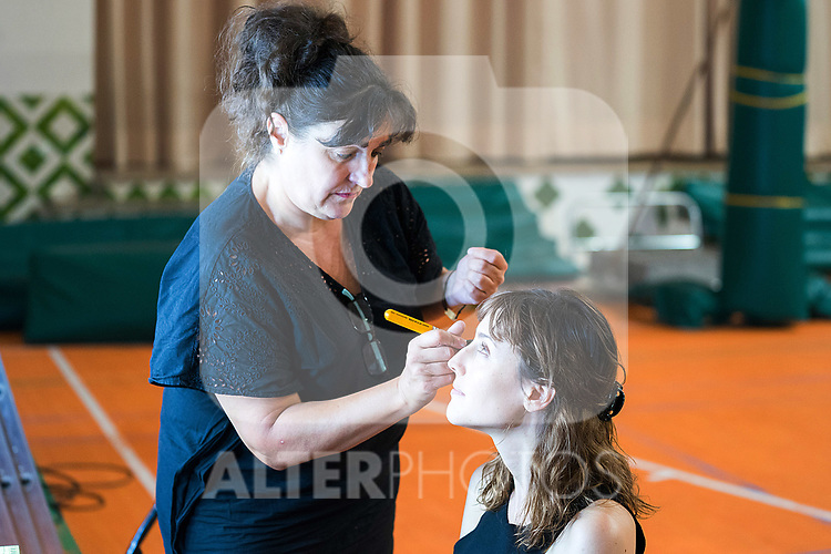 Make up team works with Natalia de Molina during 'Las Ninas' filming. August 2, 2019. (ALTERPHOTOS/Francis González)