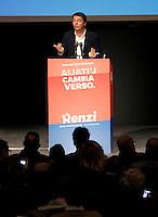 Matteo Renzi a Napoli per il suo tour elettorale per le primarie del PD
