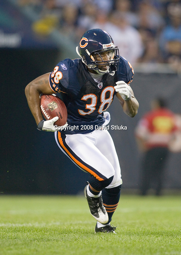 Kick returner Danieal Manning #38 of the Chicago Bears returns a kick against the San Francisco 49ers at Soldier Field on August 21, 2008 in Chicago, Illinois. The 49ers defeated the Bears 37-30. (AP Photo/David Stluka)