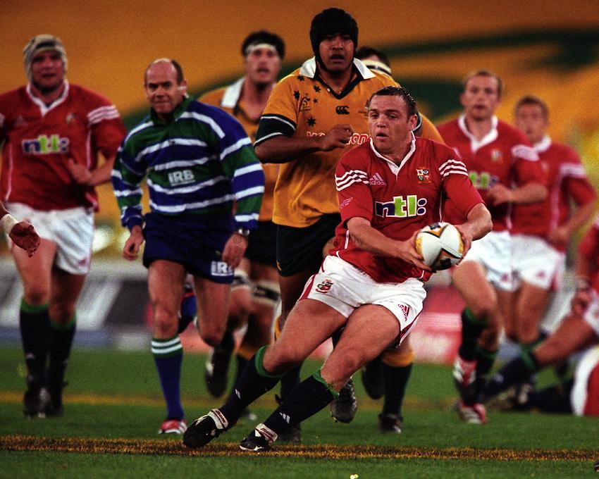 Photo. Richard Lane. .Australia v Bristish and Irish Lions. Lions Tour 2001 to Australia. Third Test at the Stadium Australia, Sydney, Australia. 14/7/2001.Rob Henderson attacks.