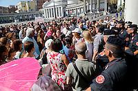 Agguato in vico delle nocelle  due pregiudicati ucciasi Ciro Marf&egrave;, di venticinque anni e Salvatore Esposito di trentadue. ed un feritoasquale Amodio di quarantatr&egrave; anni.<br /> protesta insegnanti<br /> napoli tensioni durante la protesta degli insegnanti in piazza plebiscito