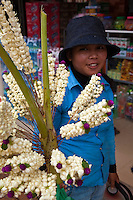Devotional garlands are usually purchased for visiting Buddhist temples but can be a gift for other occasions as well such as weddings, anniversaries or school graduation.