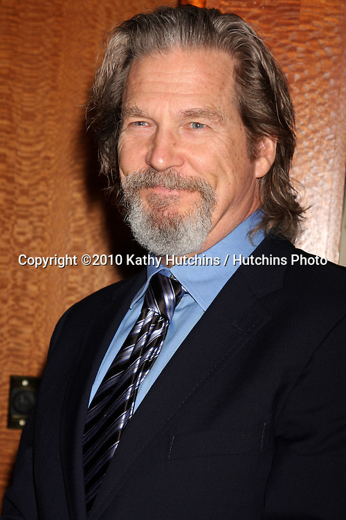 Jeff Bridges.arriving at the Ninth Annual AARP the Magazine`s Movies for Grownups Awards Gala .Beverly Wilshire Hotel.Beverly Hills, CA.February 16, 2010.©2010 Kathy Hutchins / Hutchins Photo....