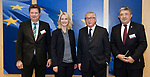 Brussels - Belgium, 26.11.2018 -- Jean-Claude JUNCKER (2.ri), President of the European Commission, receives Manuela SCHWESIG (2.le), Minister-President of Mecklenburg-Vorpommern (Germany), with Minister for Home Affairs Lorenz CAFFIER (ri), and Reinhard MEYER (le, Staatskanzlei) -- Photo: © HorstWagner.eu