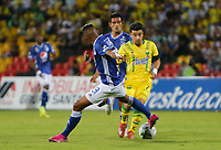 BUCARAMANGA - COLOMBIA, 27-07-2019: Sherman Cardenas del Bucaramanga disputa el balón con Alex Rambal y David Macalister Silva del Millonarios durante partido por la fecha 3 de la Liga Águila II 2019 entre Atlético Bucaramanga y Millonarios jugado en el estadio Alfonso Lopez de la ciudad de Bucaramanga. / Sherman Cardenas of Bucaramanga fights for the ball with Alex Rambal, and David Macalister Silva of Millonarios during match for the date 3 of the Liga Aguila II 2019 between Atletico Bucaramanga and Millonarios played at the Alfonso Lopez stadium of Bucaramanga city. Photo: VizzorImage / Oscar Martinez / Cont
